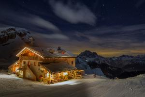 Notte invernale al rifugio Averau