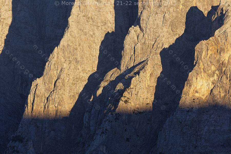 Dettaglio sulle rocce e sugli spigoli della parete nord dell' Agner, Agordino, Dolomiti
