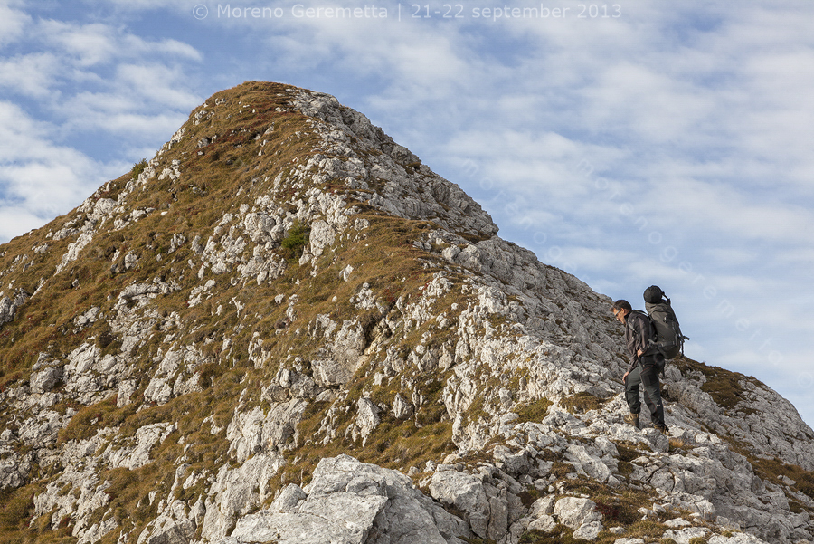 Traccia di sentiero verso l'altopiano delle Pale di San Martino, Dolomiti