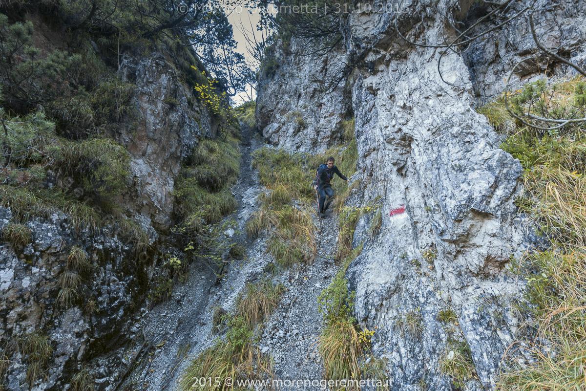 Insidioso canale lungo il sentiero - Monti del Sole