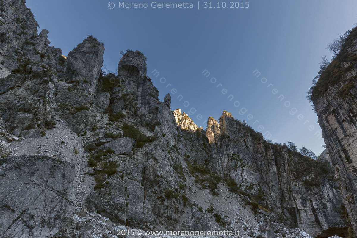 Incredibili formazioni di roccia in val Pegolèra - Monti del Sole