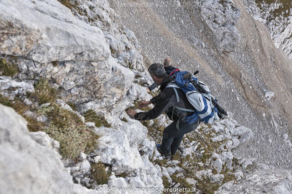 Breve parete di roccia sulla via verso la Croda Alta di Somprade | Marmarole