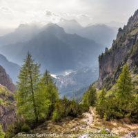 Il sentiero del Rù de Porta sembra precipitare verso Alleghe