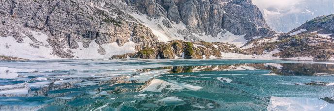 Lago del Coldai al disgelo - Civetta - Dolomiti